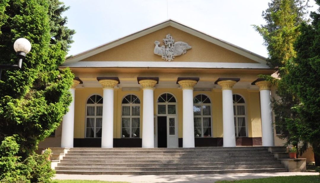 Smrdáky Gyógyfürdője - Büdöskő Fürdő