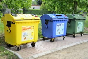 A műanyaghulladék nagy része a háztartásokból és az élelmiszeriparból kerül ki, elsősorban csomagolóanyagok formájában. Ezért az EU által kitűzött cél,