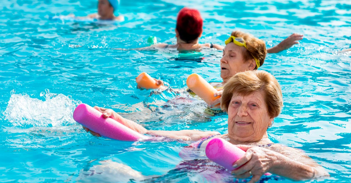 happy-elderly-at-pool-1 Artrózis